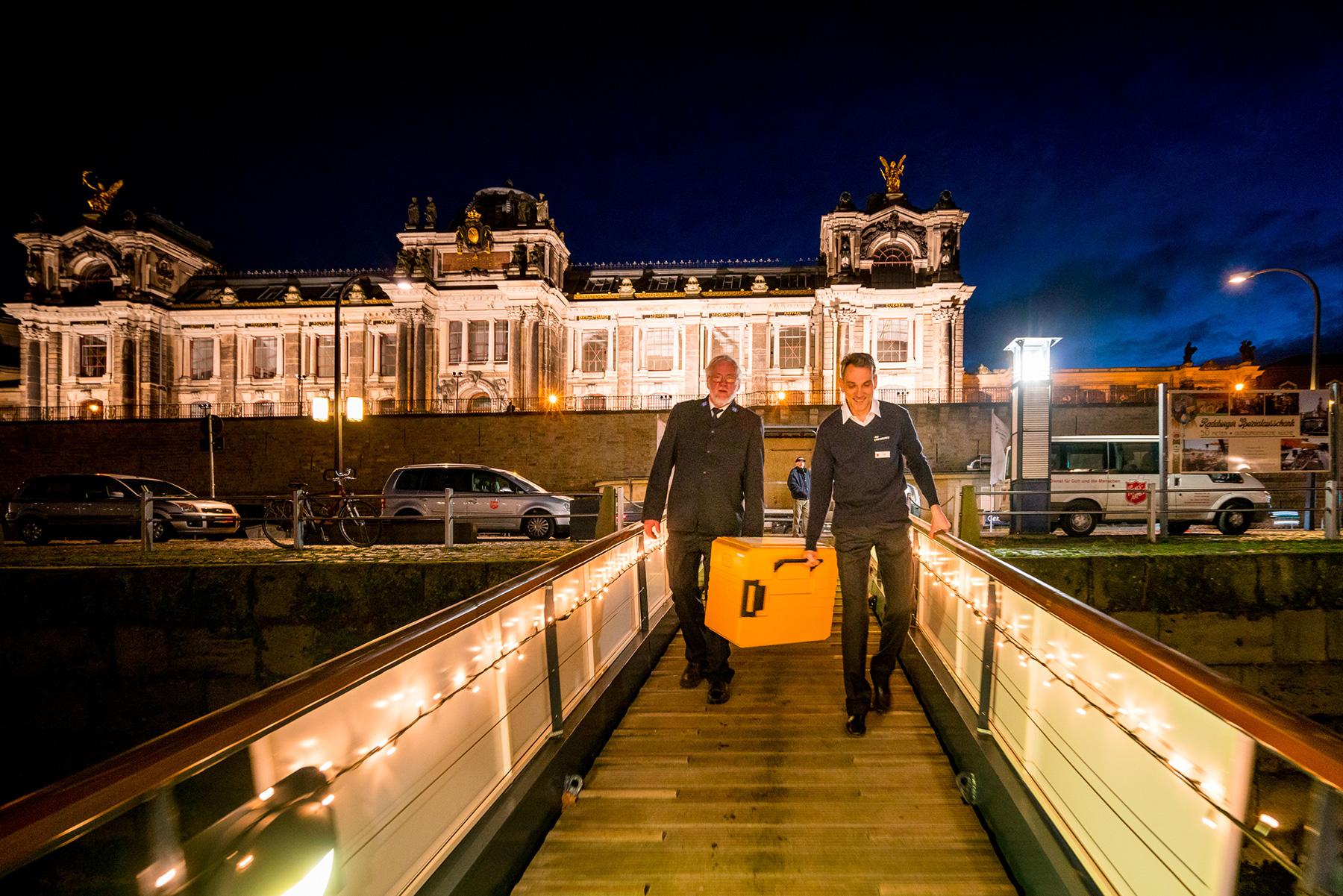 Dresden Weihnachten.Heiligabend In Dresden Auf Dem Elb Schiff Die Heilsarmee In
